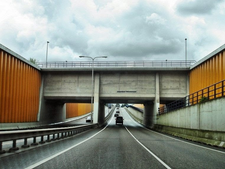 The Veluwemeer Aqueduct: Netherland's Unique Water Bridge   Read to lead